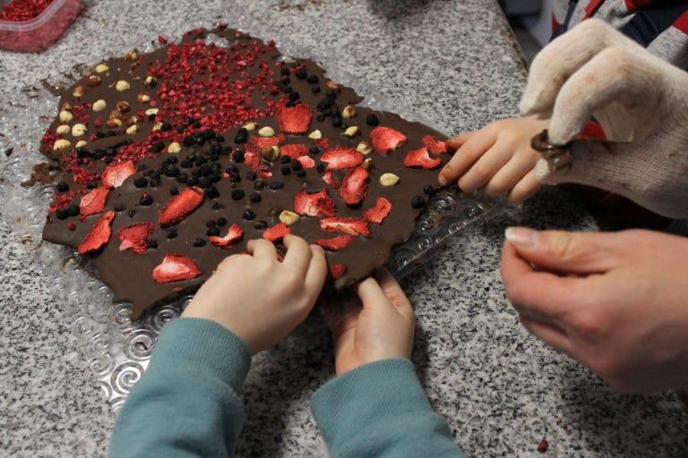 kézműves csoki készítés Szarvason a Csokikádban